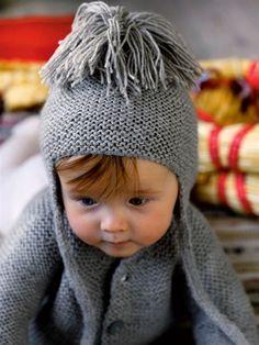 Forkæl den yngste i familien med en hjemmestrikket babyjakke og en varm hue med øreklapper. Knitting For Kids, Baby Knitting Patterns, Hand Knitting, Crochet Baby, Knit Crochet, Baby Barn, Babies R, Kids And Parenting, Knitted Hats
