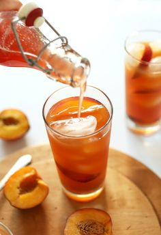 EASY Peached Iced Tea Recipe, PERFECT for summer!