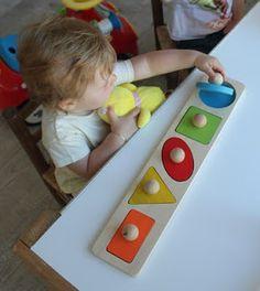assistante maternelle activités manuelles formation enfant bébé Puzzles, Diy Bebe, Plastic Cutting Board, Montessori Baby, Colors, Puzzle