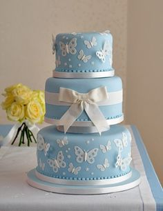 'Blue Butterfly' wedding cake : Chocolate fudge cake, Fortnum's rose petal jelly, Amedei Toscano chocolate ganache buttercream, handmade sugar bow and butterflies. Gorgeous Cakes, Pretty Cakes, Decors Pate A Sucre, Butterfly Wedding Theme, Snowflake Wedding, Butterfly Birthday, Butterfly Cakes, Blue Butterfly, Blue Cakes