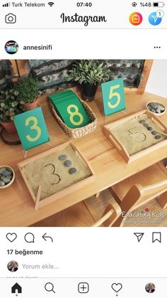 und Menge Grafik und Menge Grafik und Menge Grafik und Menge Montessori Cards Display Tray Boîte à fuseaux, mathématiques Montessori, jouet éducatif en bois , Picture - Nursery - Aluno On - . - Use a tray filled with salt for tracing practice. Kindergarten Math Activities, Montessori Activities, Preschool Classroom, Preschool Learning, Educational Activities, Learning Activities, Preschool Activities, Dinosaur Activities, Montessori Trays