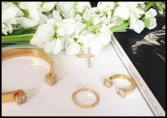 Benique is a chic new fashion jewelry brand dedicated to accessible luxury and delicate, affordable beauty.