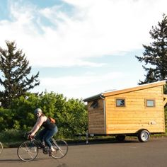 An Affordable Tiny House Design to Take Off the Grid or Into the Back Yard Building A Tiny House, Tiny House Plans, Tiny House On Wheels, Diy Storage Shed, Storage Bags For Clothes, Living Roofs, Tiny House Trailer, Floor Framing, Shed Roof
