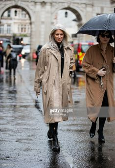 Sarah Harris, London Outfit, Ageless Beauty, Raincoat, Entertainment, Street Style, Style Inspiration, Casual, Clothing