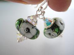 Øredobber i sølv med grønne glassperler - dinbod.no Drop Earrings, Jewelry, Jewlery, Bijoux, Jewerly, Jewelery, Dangle Earrings, Drop Earring, Jewels