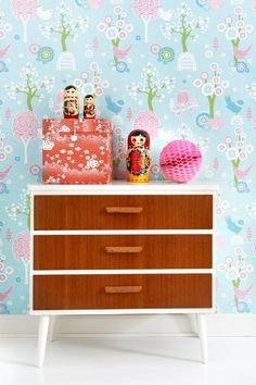 Would be a fab changing table too! Chest Of Drawers Makeover, Scandinavian Kids Rooms, Inspiration For Kids, Furniture Styles, Kid Spaces, Upcycled Furniture, Bedroom Colors, Bedroom Ideas, Retro