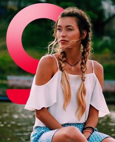 Off Shoulder Tops, Summer Looks, Blouse Designs, Camisole Top, Bohemian, Stars, Tank Tops, Celebrities, Hair Styles