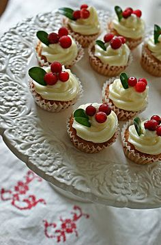 Excellent holiday desserts recipes are available on our internet site. Read more and you wont be sorry you did. Christmas Food Treats, Vegan Christmas, Christmas Cupcakes, Christmas Sweets, Christmas Desserts, Christmas Baking, Chocolate Peppermint Cookies, Cakepops, Cute Cakes