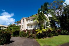 Paradise Grove Holiday Apartments - tropical gardens - Burleigh Heads Family Resorts