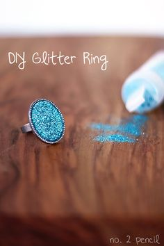 This DIY glitter ring is so cute! It's easy to make. Use glitter and Mod Podge Dimensional magic Do It Yourself Jewelry, Do It Yourself Fashion, Cool Diy, Fun Diy, Mod Podge Dimensional Magic, Glitter Crafts, Glitter Gif, Diy Rings, Diy Schmuck
