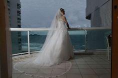 Vestido de noiva branco com saia de tule com barra rendada e corpete bordado com renda importada e cristais Swarovski. Fino caimento, feito sob medida. Modela o corpo, tam 38/40, frente e ...