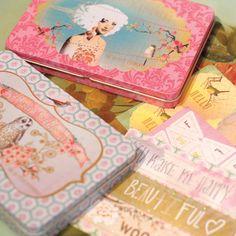 Prachtige stickers in een mooi blik Papaya  http://www.postpapierenzo.nl/search/564/576/date_desc/%20/1