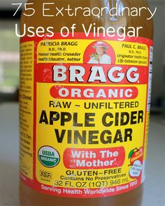 Apple Cider Vinegar Remedies Check out the 75 little known Uses of Vinegar. the natural remedy that works for everything.like weight loss, headaches etc. Braggs Apple Cider, Unfiltered Apple Cider Vinegar, Apple Cidar, Apple Cider Vinegar Remedies, Vinegar Uses, Vinegar Hair, Natural Home Remedies, Health Remedies, Health And Beauty