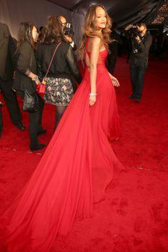 2013 Grammys Red Carpet: Rihanna Rocks Red Alaia (PHOTOS) | Global Grind