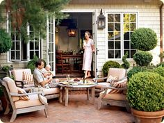 like the backyard seating surrounded by boxwoods
