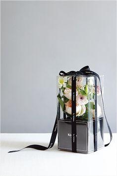 패키지가 돋보이는 꽃 포장 아이디어, 받고 싶은 꽃 선물 이미지 2