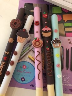Cute School Stationary, Stationary Store, Justice School Supplies, Cool Office Supplies, Cute Pens, Cute Notebooks, Paper Crafts, Diy Crafts, Too Cool For School