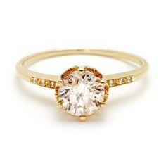 Engagement   Anna Sheffield - snyggt att guldet omfamnar diamanten som en lövkrona :)