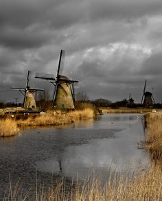 Beautiful windmills ... And they're in one of my favorite places ..... the Netherlands!