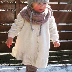 Hvor e du Tassen?  Wonder where is Tassen? ❤ Ingvild- i den fineste svingekåpen - in the nicest coat ❤ #instastrikk #instaknit  #strikktilbarn #oneofakind #norwegiandesign #norskdesign #håndlaget #handmade #knit #knitdesign #knitforkids #knitting #strikkedesign #svingekjole #alpakkaull #knitinwool #wool #designstrikk #DIY #medkjærlighetpåpinne #knittinglove #knitaddict #igknit #igstrikk #strikkedilla #chlarsen #knittersofinstagram #premiumknit
