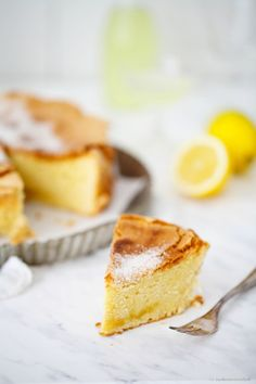 Oil cake with limoncello and sugar crust - torta d'oliva con all'olio limoncello