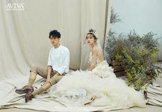 Pre Wedding Photoshoot, Wedding Poses, Wedding Couples, Wedding Photo Inspiration, Photoshoot Inspiration, Couple Posing, Couple Shoot, Korean Photo, Korean Wedding