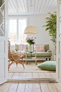 Decor Inspiration: Beach Cottage Style - Decoration For Home Colourful Living Room, Living Room Green, Home Living Room, Living Room Designs, Living Room Decor, Pastel Living Room, Living Area, Decor Inspiration, Living Room Inspiration