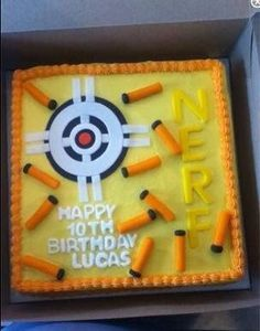 4 This Nerf Birthday Cake looks amazing! I love how simple the fondant looks! vcmblog Boys Nerf Birthday Party Cake, Cupcake and Cookie Ideas