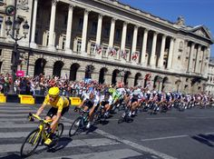 Sky Procycling rider and leader's yellow jersey Wiggins of Britain cycles during the final 20th stage of the 99th Tour de France cycling race between Rambouillet and Paris. BOGDAN CRISTEL/REUTERS