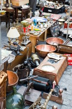 Sparks Flea Market Tiny Kansas Potion Hosts Crowds Of Up To Twice Each Summer With 450 Dealers Displaying A Range Antiques And