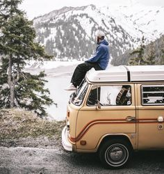 "@m4rk0 #vanlifers ""Probably the best road trip in my life with my bro @desch_pictures & @combidesalpes ! Looking forward to show you the images of this incredible adventure """
