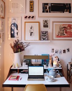 Sophisticated Dorm Room Decor Ideas - Tanzania Home Ideas Workspace Inspiration, Room Inspiration, Desk Inspo, Inspiration Boards, Art Loft, Cool Office Space, Decoration Design, Decoration Crafts, Decorations