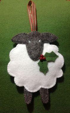 31 Cutest Christmas Felt Ornaments | ComfyDwelling.com #cutest #Christmas #felt #ornaments #ChristmasOrnament