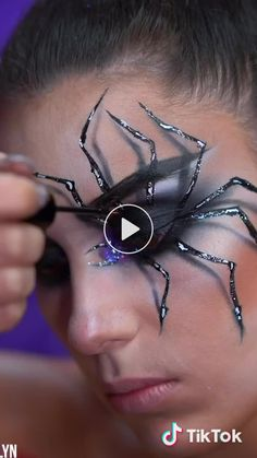 Spider Eye Illusion Make-up # Schönheit Halloween Spider Makeup, Amazing Halloween Makeup, Cute Halloween Makeup, Halloween Eyes, Halloween Makeup Looks, Spider Costume, Toddler Halloween, Easy Halloween, Halloween Crafts