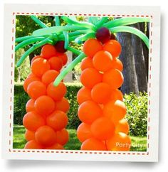 BALLOON COLUMN PALM TREE: What You'll Need Orange latex balloons Brown latex balloons Green animal twist & shape latex balloons Orange curling ribbon Balloon pump Balloon weights or garden stakes for outdoors (optional) Scissors Luau Birthday, Birthday Parties, Pool Parties, Summer Parties, Holiday Parties, Balloon Palm Tree, Palm Trees, Diy Christmas Tree, Christmas Tree Decorations