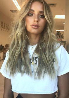 Pinterest: DEBORAHPRAHA ♥️ messy beachy waves hair style and bronze makeup