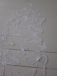 Gedetailleerde 3D papieren muurvlinders in wit --- Als muurdecoratie, bruiloftsdecorate of maak een vlinderhart on Wanelo