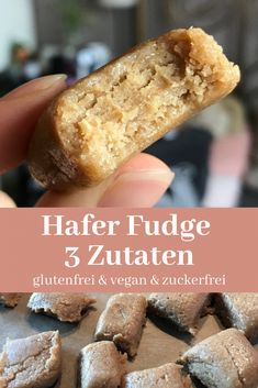 Hafer Fudge Bites - 3 Zutaten - Laura de Palma Hafer Fudge Bites – 3 Zutaten – Laura de Palma Origine by jocelyneschindl Vegan Sweets, Healthy Dessert Recipes, Healthy Desserts, Dessert Simple, Law Carb, Desserts Sains, Snacks Sains, Fudge Recipes, Vegan Baking