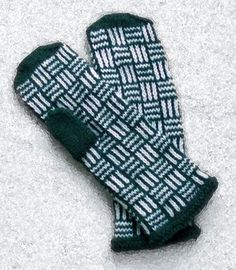 Ravelry: First Snow in the Forest pattern by Tuulia Salmela Knit Mittens, Knitted Gloves, Knitting Socks, Knitting Charts, Knitting Stitches, Knitting Patterns, Half Gloves, First Snow, Arm Warmers