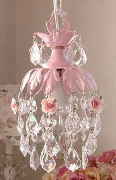 Dreamy pink mini chandelier with roses. Such a lovely way to shabby chic your bedroom. Shabby Chic Français, Estilo Shabby Chic, Shabby Cottage, Do It Yourself Design, Mini Chandelier, Floral Chandelier, Chandelier For Girls Room, Nursery Chandelier, Chandelier Picture