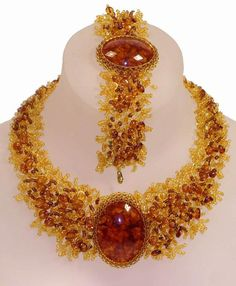 amber necklace and bracelet Amber Necklace, Amber Jewelry, Statement Jewelry, Diy Jewelry, Beaded Jewelry, Jewelry Accessories, Jewelry Necklaces, Beaded Necklace, Jewelry Design