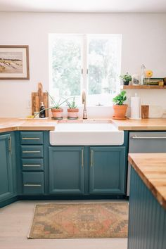 Budget-Friendly Home Décor Updates To Make This Spring blue kitchen cabinets // teal cabinets // butcher block counter tops // farmhouse sink. Teal Cabinets, Two Tone Kitchen Cabinets, Refacing Kitchen Cabinets, Teal Kitchen Walls, Custom Cabinets, Kitchen On A Budget, Kitchen Dining, Kitchen Decor, Kitchen Ideas