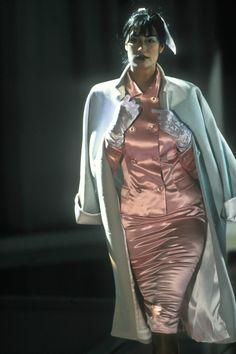 The Gianni Versace Vault: Photo versus istante fall 1995 yasmeen ghauri Satin Pencil Skirt, Satin Skirt, Satin Dresses, Glamouröse Outfits, Cosplay Outfits, Cool Outfits, Gianni Versace, Glamorous Outfits, Cheongsam Dress