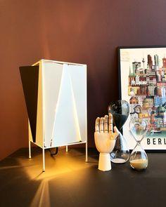 Foto fra Trendbazaar i Ringe med Gubi lampe, HAY og Martin Schwartz Table Lamp, Design, Home Decor, Homemade Home Decor, Table Lamps, Interior Design, Design Comics, Home Interiors