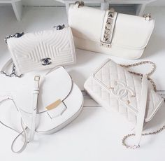 Find tips and tricks, amazing ideas for Gucci purses. Discover and try out new things about Gucci purses site Luxury Bags, Luxury Handbags, Handbags On Sale, Purses And Handbags, Purse Wallet, Coin Purse, Burberry, Satchel, Crossbody Bag