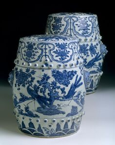 Two Chinese export porcelain garden seats, c. 1600, Wanli reign, Ming dynasty.