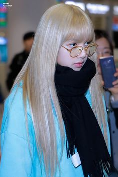 See Lisa Airport Photos at Incheon on February 2019 Back from Philippines after BLACKPINK 2019 World Tour Performance Blackpink Lisa, Blackpink Jennie, Blackpink Fashion, Korean Fashion, Kpop Girl Groups, Kpop Girls, Divas, Square Two, Lisa Hair