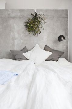 mistletoe + bed