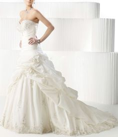 2011 Hot Selling White A Line Strapless Satin Embroidery Empire Waist Custom Made Beading Wedding Dress