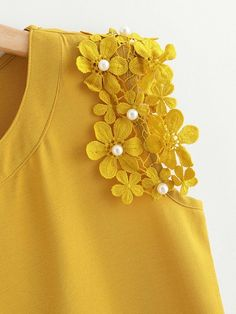 To find out about the Knot Side Pearl Beaded Detail Top at SHEIN, part of our latest Women Tops ready to shop online today! Kurta Designs Women, Blouse Designs, Kurta Cotton, Coin Couture, Diy Fashion, Womens Fashion, Diy Tops, T Shirts For Women, Clothes For Women